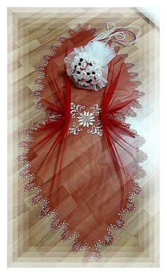 Ornament Wreath, Ornaments, Bargello, Filet Crochet, Handicraft, Elsa, Diy And Crafts, Textiles, Brooch