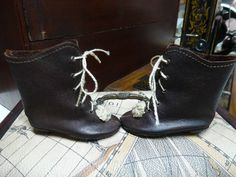 LEATHER DOLL BOOTS WITH HEEL FOR ANTIQUE GERMANY OR FRENCH DOLL / Puppenstiefel