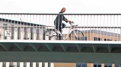Auch wenn das Wetter nicht immer ganz optimal ist, kann man in Hamburg doch super Radfahren - keine Hügel oder Berge, die man sich hinaufquälen muss und Radwege sind auch …