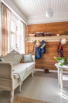 Cottage Interiors, Wooden House, Sofa, Vintage Decor, Interior Inspiration, Entryway, Sweet Home, Furniture, Hallways