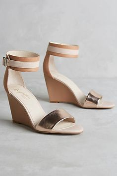 Seychelles Dreamy Wedges - the sweetest pair of gold wedges to update your summer looks.
