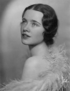 """A Young Jessica Tandy by Herbert Mitchell, Long before her more famous roles in """"Fried Green Tomatoes"""", """"The Birds"""" and """"Driving Miss Daisy"""" Classic Actresses, Female Actresses, Actors & Actresses, Hollywood Actresses, British Actresses, Hollywood Celebrities, Jessica Tandy, Golden Age Of Hollywood, Vintage Hollywood"""
