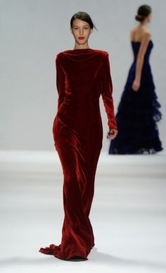 velvet oh red or is tht an understatement for this velvet gown? Dramatically ru… velvet oh red or is tht an understatement for this velvet gown? Beautiful Gowns, Beautiful Outfits, Runway Fashion, High Fashion, Velvet Gown, Red Velvet, Velvet Dresses, Tadashi Shoji, Velvet Fashion