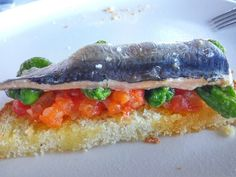 Tosta de  #sardina #pan de #maiz, #tomate y #pimientos de #padron