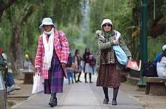 ELDERLY women mixed and matched their homegrown sweaters with thick snow jackets at Burnham Park in Baguio City. The cooling temperatures have allowed local folk to bring out their best winter fashion gear, usually courtesy of Baguio's secondhand clothes stores where snow jackets from the US and Asia are stocked. /Richard Balonglong  Read more: http://newsinfo.inquirer.net/565333/baguio-folk-turn-to-winter-clothing-to-nip-the-cold#ixzz2qj3nAiLp
