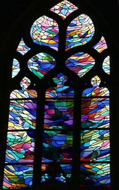 vitraux Alfred Manessier - Chapelle de Bonne-Nouvelle à Locronan (Bretagne)