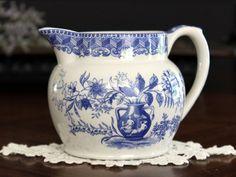 Spode Creamer, The Sode Blue Room Collection, Portland Vase 13636