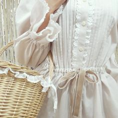 Image about fashion in vintage glamour 🌙 by phie wb Vintage Outfits, Vintage Dresses, Vintage Fashion, Dresses Dresses, Vintage Beauty, Jane Austen, Outfits Inspiration, Shirley Bassey, Look Fashion