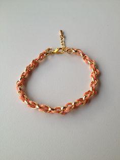 chain bracelet with salmon string pulseira de corrente dourada trançada com fio salmão