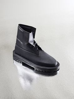 RIBEYRON is a unisex label based in Paris working on functional products with the use of high quality and modern components. Fall/Winter 2015 is revisiting original styles of footwear like combat boots, derby and monk shoes among others. Are... »