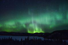 Northern lights in Québec (Sept-iles Canada) [OC] (5686 x 3791)