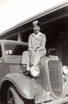 Minnie Spotted-Wolf, first Native American woman who enlisted in the Marine Corps. 1943.