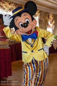 ミッキー、ミッキー着ぐるみならhttp://www.mascotshows.jp/category/mickey-mouse.html