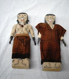 Pr Peruvian Shipibo Carved Wooden Dolls : Lot 1075