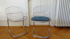 1970 designed by Gastone Rinaldi for Rima. The cantilever chairs are made of a steel frame and are in very good vintage condition. www.freigeist-design.ch