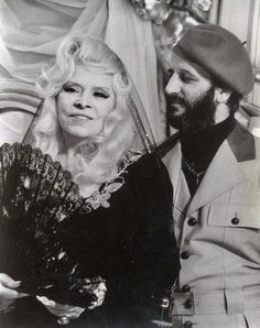 mae west and ringo starr, 1978 Old Hollywood Stars, Classic Hollywood, Beatles Songs, The Beatles, Richard Starkey, Odd Couples, Mae West, Female Stars, Rare Pictures