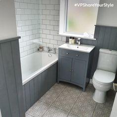 Small Bathroom Interior, Small Bathroom With Shower, Gray Bathroom Decor, Bathroom Design Small, Wood Panel Bathroom, Small Toilet Room, Upstairs Bathrooms, Terraces, Bathroom Renovations