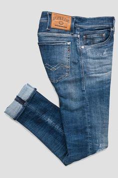 MA931_000_141-356_009_SL Denim Man, Denim Jeans Men, Yamaha Rx100, Clothing Store Interior, Vintage Denim, Denim Fashion, Skinny Fit, Short Skirts, Coins