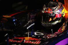 Le qualifiche confermano il quadro delle prove libere, lasciando solo Hamilton a battagliare con il poleman Rosberg. Ricciardo, che segue, partirà con 10 posizioni di penalità. Seguono i sorprendenti Bottas e Perez. Male le Ferrari (Räikkönen 5°, Alonso 10°), ancora peggio Vettel, eliminato in Q2…