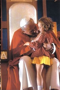 Pope John Paul II meeting children in his first visit to Poland as Pope. Catholic News, Catholic Saints, Roman Catholic, Catholic Art, Pope Of Rome, Pope John Paul Ii, Paul 2, Papa Juan Pablo Ii, Religion Catolica