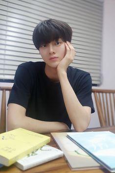 Kpop Boy, King Queen, Boyfriend Material, Luhan, Handsome Boys, Future Husband, Pretty People, Hogwarts, Boy Groups
