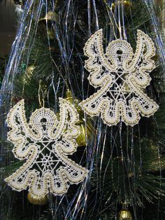 Bobbin Lace Patterns, Crochet Patterns, Bruges Lace, Bobbin Lacemaking, Types Of Lace, Angel Crafts, Lace Heart, Lace Jewelry, Lace Making