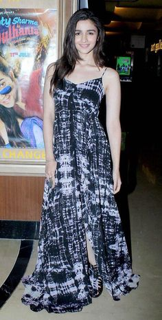 Alia Bhatt at 'Humpty Sharma Ki Dulhania' Screening : Alia looks lovely in this flowing dress with black heels. Her hair and makeup is fine. She looks good. Bollywood Celebrities, Bollywood Fashion, Bollywood Actress, Looks Style, Casual Looks, Alia Bhatt Photoshoot, Aalia Bhatt, Alia Bhatt Cute, Alia And Varun