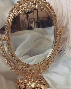 Mirror, mirror on the wall, who's the fairest of them all📣 – Spiegel Cream Aesthetic, Boujee Aesthetic, Angel Aesthetic, Brown Aesthetic, Aesthetic Vintage, Aesthetic Pictures, Apollo Aesthetic, Aesthetic Roses, Aesthetic Backgrounds