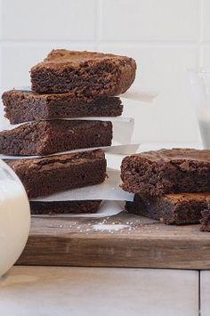 Τα μπισκότα αυτά είναι μαλακά στο εσωτερικό τους και τραγανά απ' έξω. Ένα υπέροχο συνοδευτικό για τον καφέ μας! New Recipes, Sweet Recipes, Cake Recipes, Angel Cake, Sweet And Salty, Cake Pops, Tiramisu, Cake Decorating, Muffins