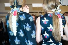 En backstage du défilé Fendi printemps-été 2015 http://www.vogue.fr/mode/inspirations/diaporama/fwpe2015-en-backstage-du-defile-fendi-printemps-ete-2015/20389/image/1076647#!6