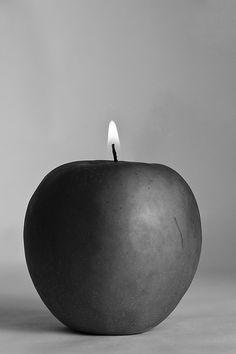 me gusta esta idea de manzana, ardiendo....