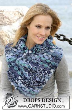 """Gehaakte DROPS shawl in mosselmotief van """"Fabel"""". Gratis patronen van DROPS Design."""
