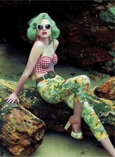 Pretty Retro Girl - Pin Up Girl on the Beach - Chess Pattern Bra and Fruit Pattern Pants - Retro Green Heels and Green Hair Moda Rockabilly, Rockabilly Fashion, Retro Fashion, Rockabilly Style, Rockabilly Girls, Rockabilly Outfits, Fashion Vintage, Pin Up Vintage, Look Vintage