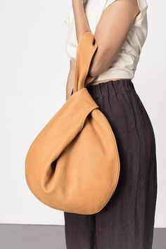 Leather Bags Handmade, Leather Craft, Japanese Knot Bag, Bag Patterns To Sew, Tote Pattern, Fabric Bags, Leather Projects, Beautiful Bags, Fashion Bags