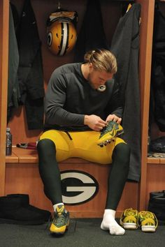 Matthews laces up his cleats before the Packers vs. Lions game 2014