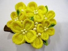 菜の花クリップブローチ Canola flower clip pin brooch Canola Flower, Flower Crafts, Brooch Pin, Flowers, Brooch, Floral, Royal Icing Flowers, Florals, Flower