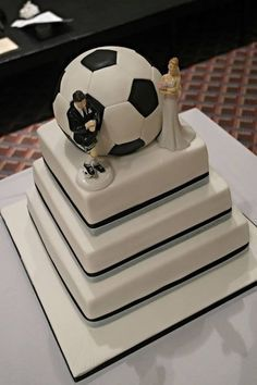 soccer themed wedding cake ballis cake too :))