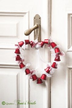 noel recup Christmas wreaths rcup Sakarton - but NO link to . - christmas recup Christmas wreaths rcup Sakarton – but NO link to the origin - Noel Christmas, Simple Christmas, Christmas Wreaths, Christmas Crafts, Christmas Decorations, Xmas, Christmas Ornaments, Holiday Decor, Diy For Kids