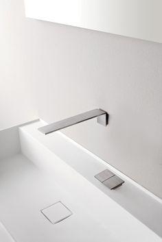 Ce bec mural, encastré, pour lavabo avec son mitigeur sur gorge indépendant, de la collection de robinetterie 5MM by TREEMME nous témoigne la prousse technologique de cette marque italienne. L'épaisseur utilisée pour l'ensemble de cette gamme est de, comme son nom l'indique, 5MM. L'acier inoxydable AISI 316 a été utilisé pour la confection de cette collection lui procurant l'un des matériaux les plus qualitatif du marché. L'ensemble de la collection 5MM est en Inox finition satiné.