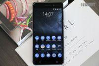 В течении минуты была распродана первая партия смартфонов Nokia 6    Случилось то, чего поклонники Nokia ожидали пару лет – компания возвратилась на рынок смартфонов. Начать решено было с обычного кнопочного телефона и смартфона Nokia 6, который решили вначале предложить только для пользователей Китая. Невзирая на скептицизм, достаточно большой армии пользователей, среди китайцев нашлось предостаточно тех, кто готов поверить в новый продукт от Nokia. Новинка доступна эксклюзивно на площадке…