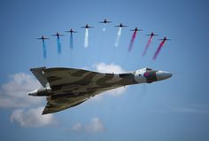The Red Arrows and Vulcan Bomber by Wondertubs, via Flickr