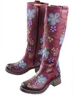 Irre Stiefel! Damit bekommt man gleich Lust durch Regenpfützen zu springen, oder? Für mehr Blumen im Grau! <3 | Stylefeed