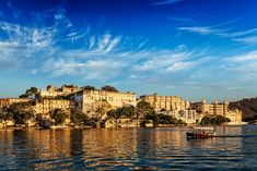 Udaipur, Rajasthan, India by City Palace and tourist boat on lake Pichola on sunset. Winter Holiday Destinations, India Images, Visit India, Small Group Tours, Travel And Tourism, India Travel, Hill Station, Green Landscape, Tourist Places