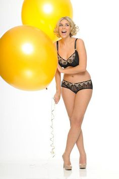 Giant balloons are fantastic photoshoot props © Curvy Kate