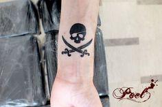 Poel tattooer pirate skull