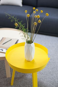 My Visit To Muuto in Copenhagen - Wohnaccessoires Yellow Side Table, Home Furniture, Furniture Design, Yellow Interior, Interior Decorating, Interior Design, Mellow Yellow, Scandinavian Design, Decoration