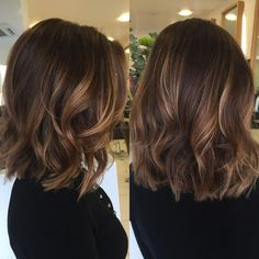 70 Brightest Medium Layered Haircuts to Light You Up Wavy Lob with Shaggy Layers Brown Hair Balayage, Brown Blonde Hair, Light Brown Hair, Dark Hair, Blonde Wig, Subtle Balayage Brunette, Brown Hair With Fringe, Rich Brunette, Balayage Lob