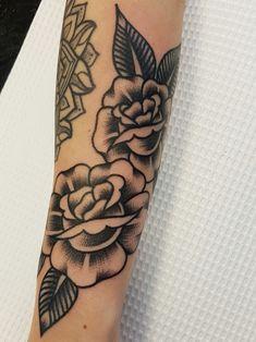 Black rose tattoo by Fabian Bidart #sunsettattoonz www.sunsettattoo.co.nz
