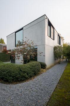 Woning in in het zicht blijvend industrieel beton.