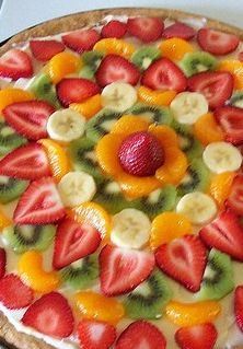 This fruivt pizza is a beautiful and healthy dessert~  It will add great color and delicious taste.
